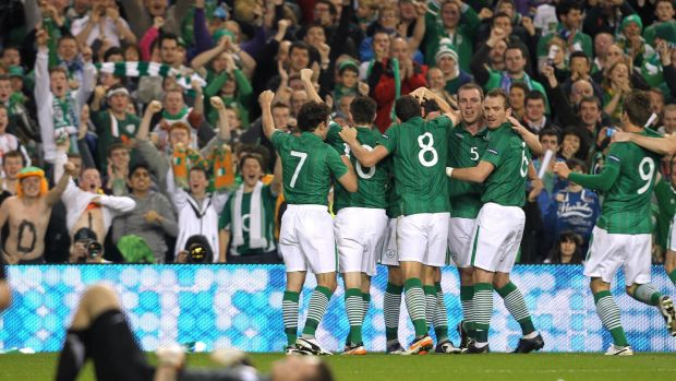 Ireland players celebrate after Ward opened the scoring in the 1-1 second leg draw against Estonia. Photo: Lorraine O'Sullivan/Inpho