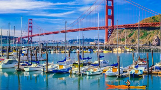Take a flying tour of the US, visiting the Golden Gate Bridge in San Fransico and stopping off in New York