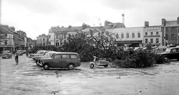 hurricane debbie high winds death and destruction in 1961