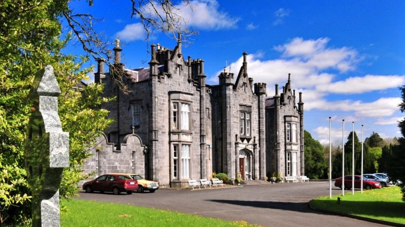 Live like a king or queen in an Irish castle for €99
