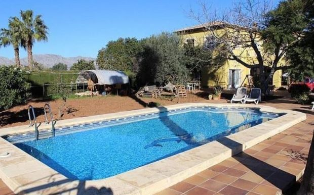 Restored farmhouse with pool in Pedreguer, Alicante, Spain