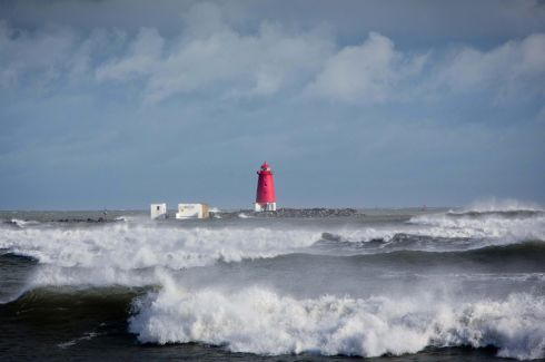 High tide at the Poolbeg Lighthouse in Dublin as Storm Brian hits Dublin . Pic  Tom Honan.
