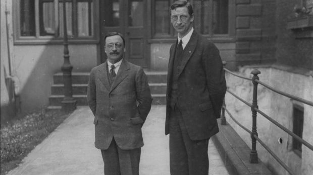 Arthur Griffith and Eamon de Valera (circa 1920). On October 25th, 1917, Griffith yielded the presidency of Sinn Féin to de Valera without a vote.