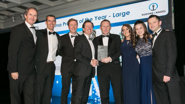 Aidan McCauley, Director, Dawson Rentals Ireland Temperature Control Solutions presents the Pharma Project of the Year - Large award to the HealthBeacon team