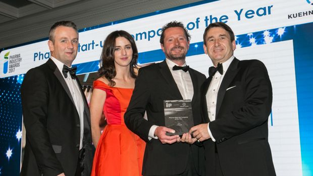 Prof Gavin Walker, Director, SSPC presents the Pharma Start-up Company of the Year award to the Valitacell team