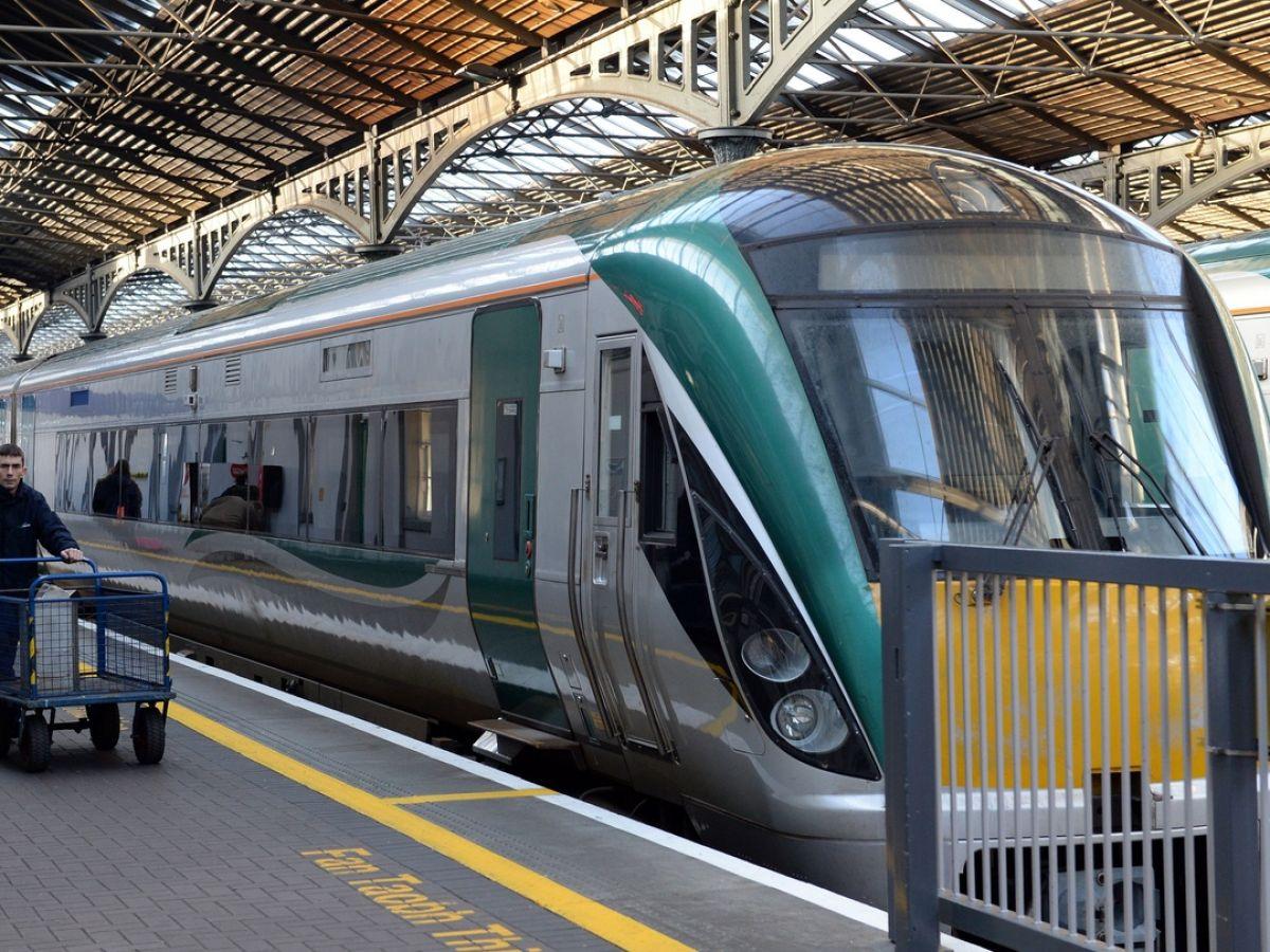 Roscommon to Castlerea - 4 ways to travel via line 9 train, bus