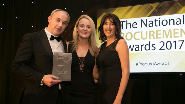 Lisa O' Carroll, Business Development Leader, FCM Travel Solutions presents the Innovation Award to Sinead Duffy & Kevin Fisher, Pfizer Grange Castle.