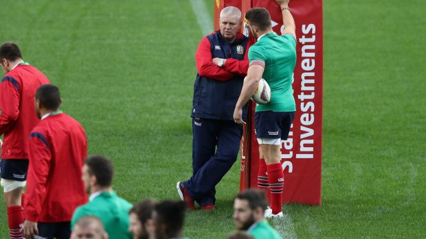 Gatland talks to Sean O'Brien during a Lions training session ahead of the final Test. Photo: Getty Images