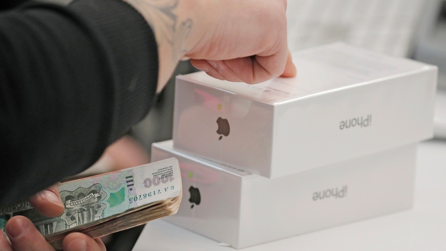 Apple S Cash Mountain How It Avoids Tax And The Irish Link