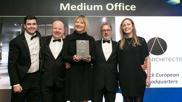 David Cunningham, Director, Knoll International, presents the Fit Out Project of the Year – Medium Office award to the ODOS Architects team