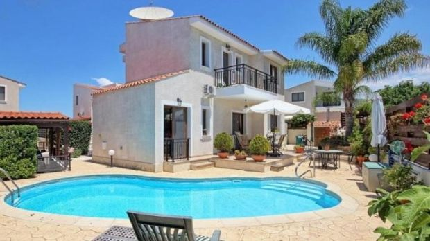 Four-bedroom house with a pool in Tremithousa, Paphos, Cyprus