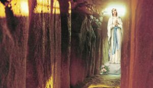 Seán Hillen, The Queen of Heaven Appears at Newgrange, 1994