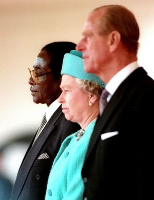 Britain's Queen Elizabeth II and Prince Philip, the Duke of Edinburgh, stand with Zimbabwe's President Robert Mugabe (L), shortly before he reviewed a guard of honour in London, Britain May 17, 1994.  REUTERS/Kevin Coombs/File Photo