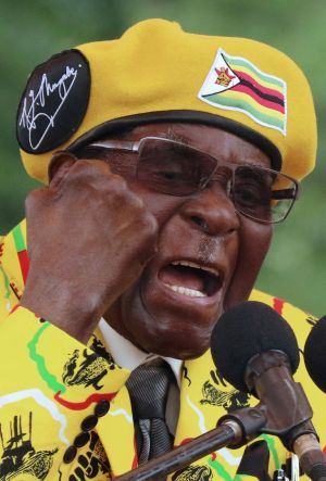 Zimbabwe President Robert Mugabe gestures as he addresses a rally in Harare, Zimbabwe, November 8,2017. REUTERS/Philimon Bulawayo/File Photo