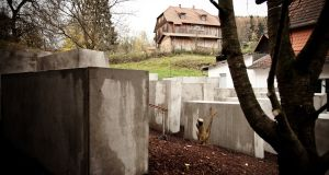 Björn Höcke's house and the replica Holocaust memorial installed next to it by political activists.