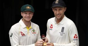 Steve Smith, captain of Australia and Joe Root, captain of England pose with the Ashes urn. Photo: Ryan Pierse/Getty Images