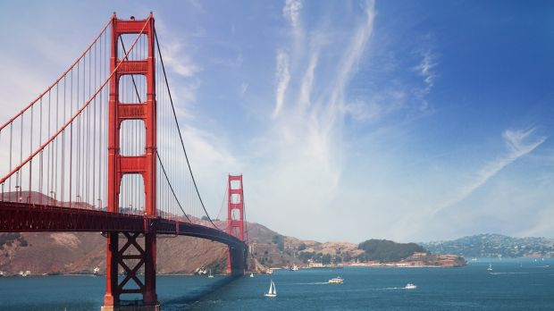 Take a guided tour around California, and cross the Gateway Bridge in San Francisco