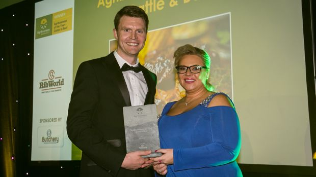 Rhonda Montgomery, Chief Executive, Butchery Excellence International, presents the Agribusiness of the Year – Cattle & Beef award to Gerard Collins, RibWorld