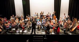 Dave Flynn and his Irish Memory Orchestra   bring their music to Ennis