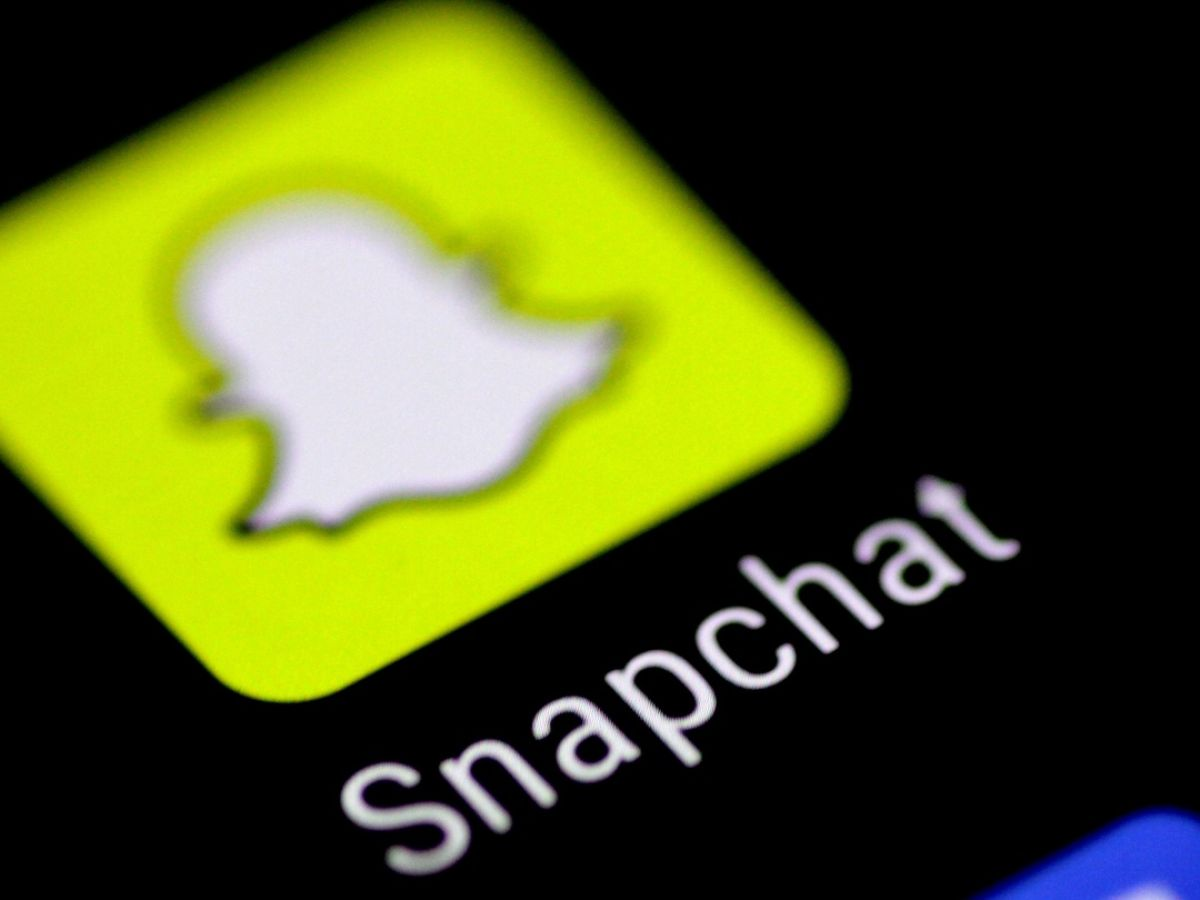 Snapchat In Newsfeed Challenge To Facebook