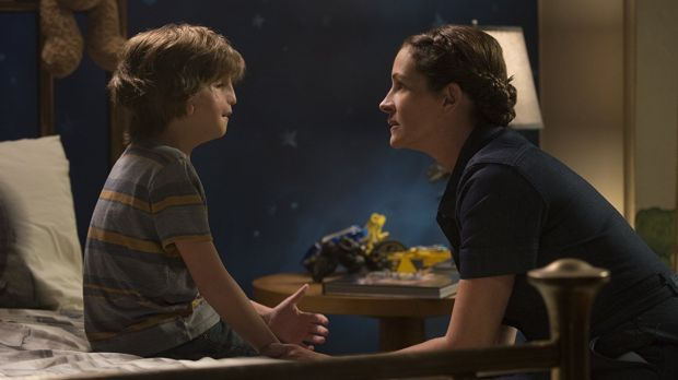 Julia Roberts and Jacob Tremblay in Wonder