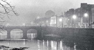 Smog over Capel Street bridge on the Liffey, with the Four Courts in the background. Photograph: Matt Kavanagh / THE IRISH TIMES