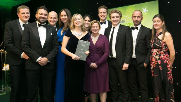 Jill Downey, Managing Partner, Livewire, presents the Sponsorship of the Year award to the Aer Lingus team.