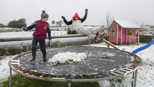 Britain peppered by snow as forecasters issue ice warnings