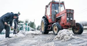 John Gayer, Conor McGuinness and Pat McGuinness clearing snow from a road in Claremorris, Co Mayo. Photograph: Keith Heneghan 10/12/2017 John Gayer, Conor McGuinness and Pat McGuinness clearing snow from a road in Claremorris, Co. Mayo. Photo : Keith Heneghan