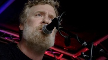 Glen Hansard leads homeless protest concert outside the Dáil