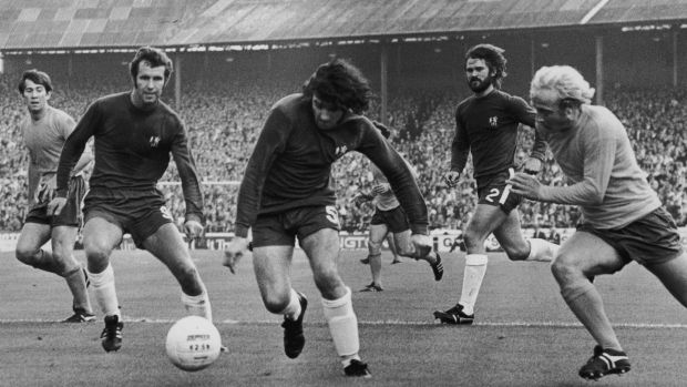 Peter Osgood (1947 - 2006), Paddy Mulligan and David Webb of Chelsea with Alan Whittle of Everton (right) in action during a Charity Shield match at Stamford Bridge in 1970. Photograph: Roger Jackson/Central Press/Hulton Archive/Getty Images)