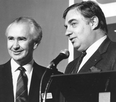 11/07/1991: AIB chairman Peter Sutherland (R) at a bank meeting. Photograph: Jack McManus/The Irish Times