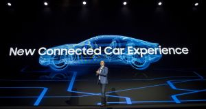 Tim Baxter, president and chief executive officer of Samsung Electronics America,  speaks at the company's keynote presentation during the 2018 Consumer Electronics Show (CES) in Las Vegas, Nevada, U.S., on Monday, Jan. 8, 2018. Electric and driverless cars will remain a big part of this year's CES, as makers of high-tech cameras, batteries, and AI software vie to climb into automakers' dashboards. Photograph: David Paul Morris/Bloomberg