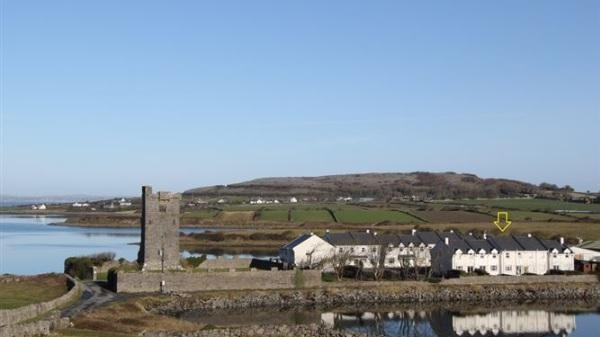 13 Seanmhara, Muckinish, has views of the sea and the Burren