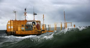 Ocean Energy's wave energy device will be built in Oregon and tested by the US navy at a site off Hawaii.