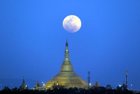 THE MOON'S A BALLOON: The Moon rises above the Uppatasanti Pagoda, seen from Naypyitaw, Myanmar. Photograph: Aung Shine Oo/AP Photo