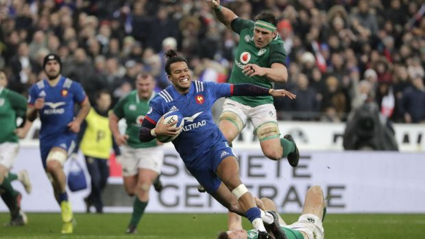 Teddy Thomas scores France's late try. Photograph: Thomas Samson/AFP