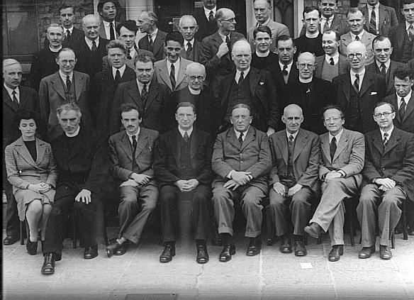 Erwin Schrodinger (second right front row) with Éamon de Valera at a meeting of the Dublin Institute of Advanced Studies in 1942