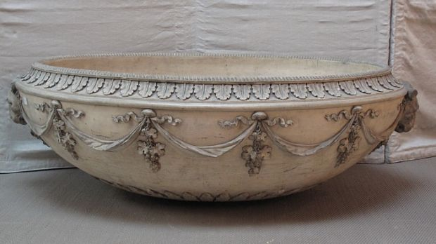 The 19th century neo-classical stoneware oval basin which sold for €4,800