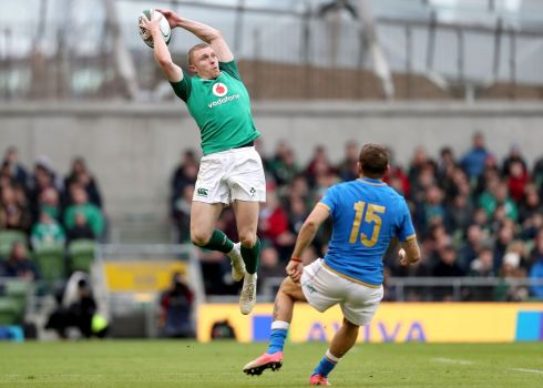 Keith Earls claims a cross field kick GAA-style. Photograph: Inpho
