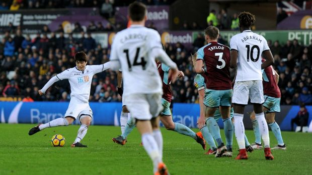 Ki Sung-Yueng of Swansea City scores his side's first goal during their win over Burnley. Photo: Harry Trump/Getty Images