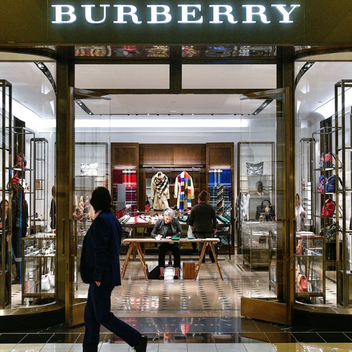 Burberry Partners With Farfetch In Online Push - Fake invoice maker burberry outlet online store