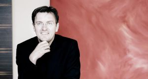 RTÉ NSO offered a revised version of Deirdre Gribbin's 2012 piano concerto, 'The Binding of the Years', with Finghin Collins as solois