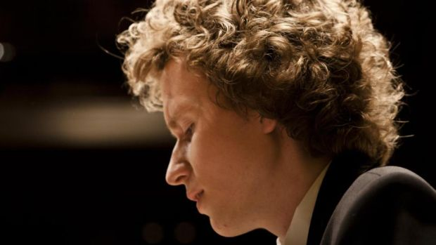 Russian pianist Nikolay Khozyainoone is one of those players who gives the impression that nothing fazes him