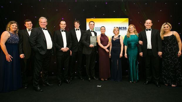 Nicky Biggart, Evans Vanodine Int. and Claire Murphy, FM Sector Leader, Bunzl Cleaning & Safety Supplies, present the Overall Excellence in Facilities Management award to BAM Facilities Management Ireland Team