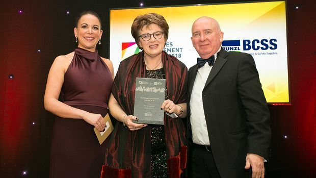 Graham Bowie, District Manager, Kimberly Clark and Claire Murphy, FM Sector Leader, Bunzl Cleaning & Safety Supplies present the Facilities Management Leader 2018 award to Margot Slattery, Sodexo Ireland