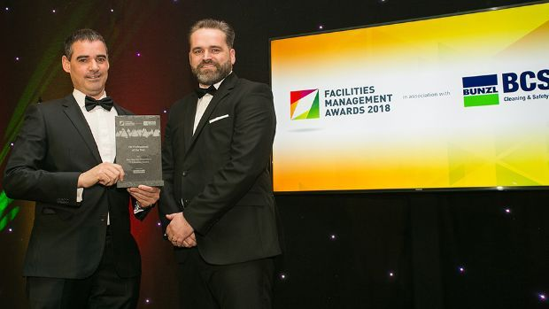 Mark Keeley, Target Market Manager, Kärcher, presents the FM Professional of the Year award to Ibon Ibarrola Armendariz, CLH Aviation Ireland