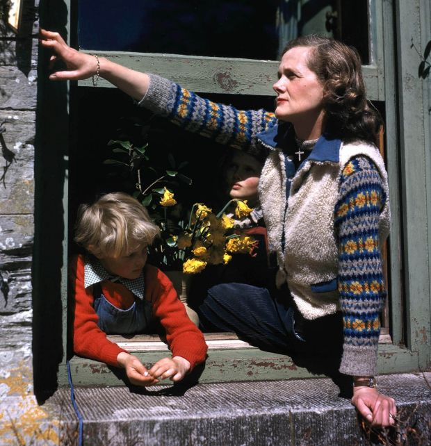 Manderley: Daphne du Maurier at Menabilly with her children in 1947. Photograph: Popperfoto/Getty
