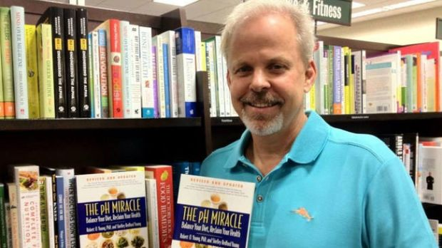 American naturopath Robert Oldham is author of alternative medicine books promoting an alkaline diet. His most popular works are the 'pH Miracle' series of books.