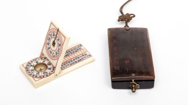Lot 364, a 19th-century Chinese 'Feng Shui' ivory compass in an etched rhino horn case (€200-€300)